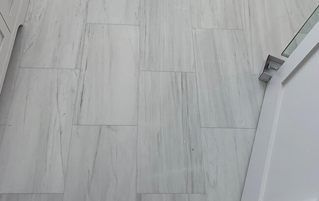 Bianco Victoria, Stoneline Group's marble collection in tile collection.