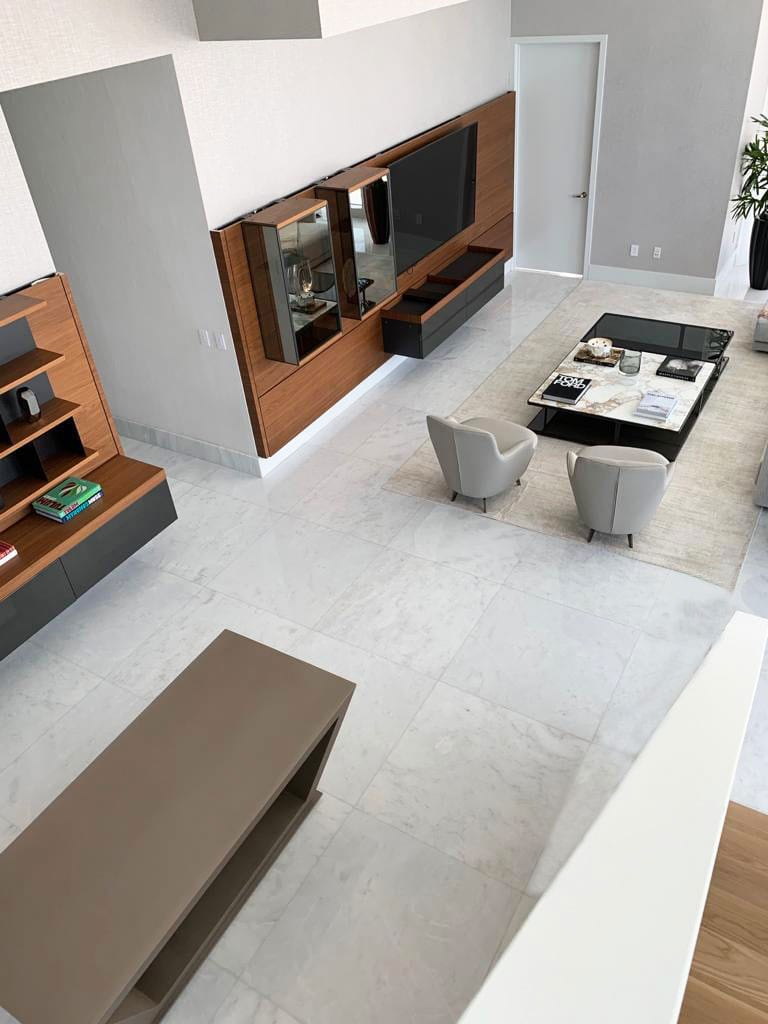 Stoneline-Group-Tile-Collection-Marble-Tiles-Dione-White-Livingroom-Performance-Photo