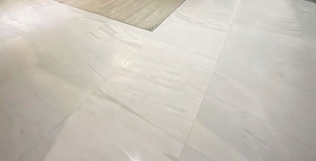Stoneline-Group-Tile-Collection-Marble-Tiles-Dione-White-livingroom-floor-picture